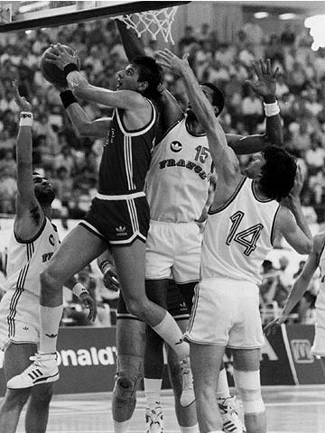 Valeri Tikhonenko (USSR) goes to the hoop against France at the 1987 European Championship